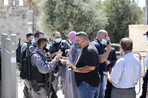 Israeli security forces take security measures in front of gates of Al-Aqsa Mosque after a decision to tighten quarantine measures against coronavirus in East Jerusalem's Old City on September 25, 2020 [Mostafa Alkharouf/Anadolu Agency]