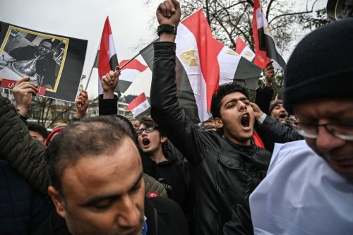 People protest outside the Egyptian consulate in Istanbul on 2 March 2019 [OZAN KOSE/AFP/Getty Images]