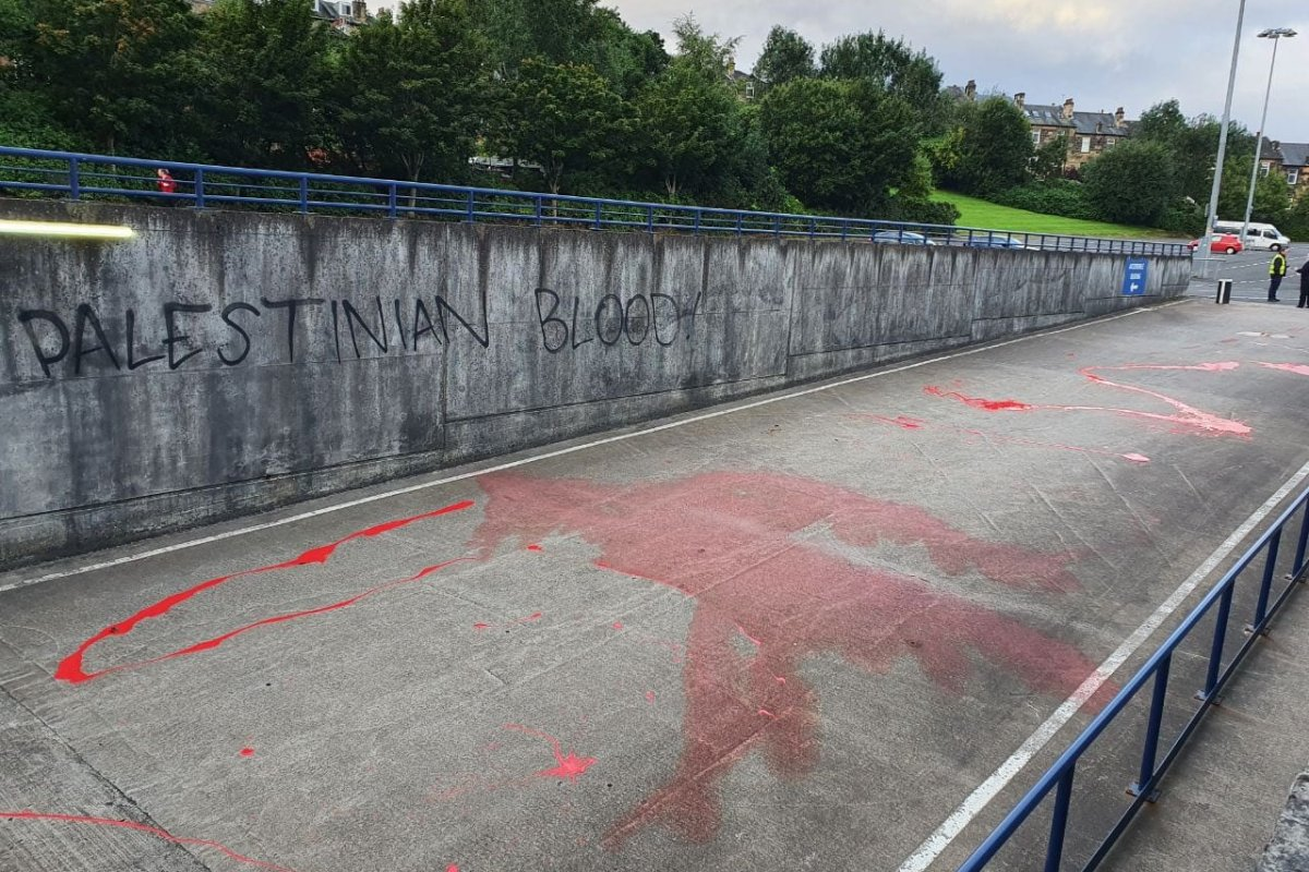 Red paint, signifying 'Palestinian blood', is spread on the path of the Israeli footbal team's path, ahead of a Nations League game at Hampden Park Stadium, Glasgow on 04 September 2020 [Liam_O_Hare / Twitter]