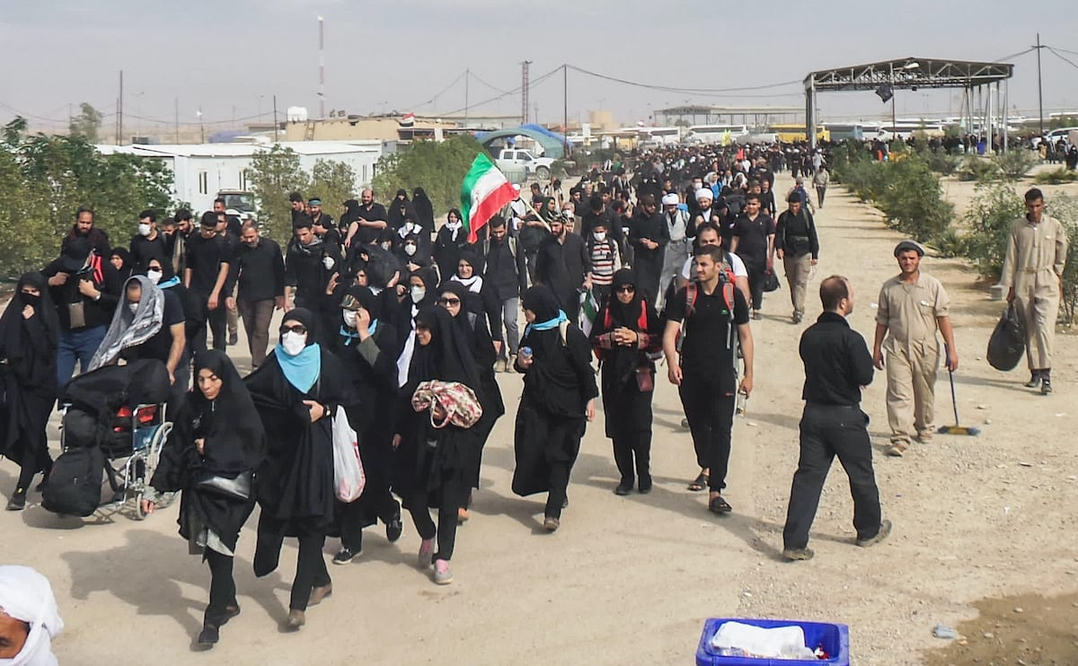 Iranian Shia Muslim pilgrims enter through the Zurbatiyah border crossing between Iran and Iraq, about 90 kilometres east of the city of Kut, on 27 October 2018 as they make their way on to the central holy shrine city of Karbala [ALI ALLAQ/AFP via Getty Images]