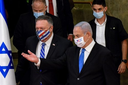 US Secretary of State Mike Pompeo (L) and Israeli Prime Minister Benjamin Netanyahu arrive wearing protective masks to make a joint statement to the press after meeting in Jerusalem, on August 24, 2020 [DEBBIE HILL/AFP via Getty Images]
