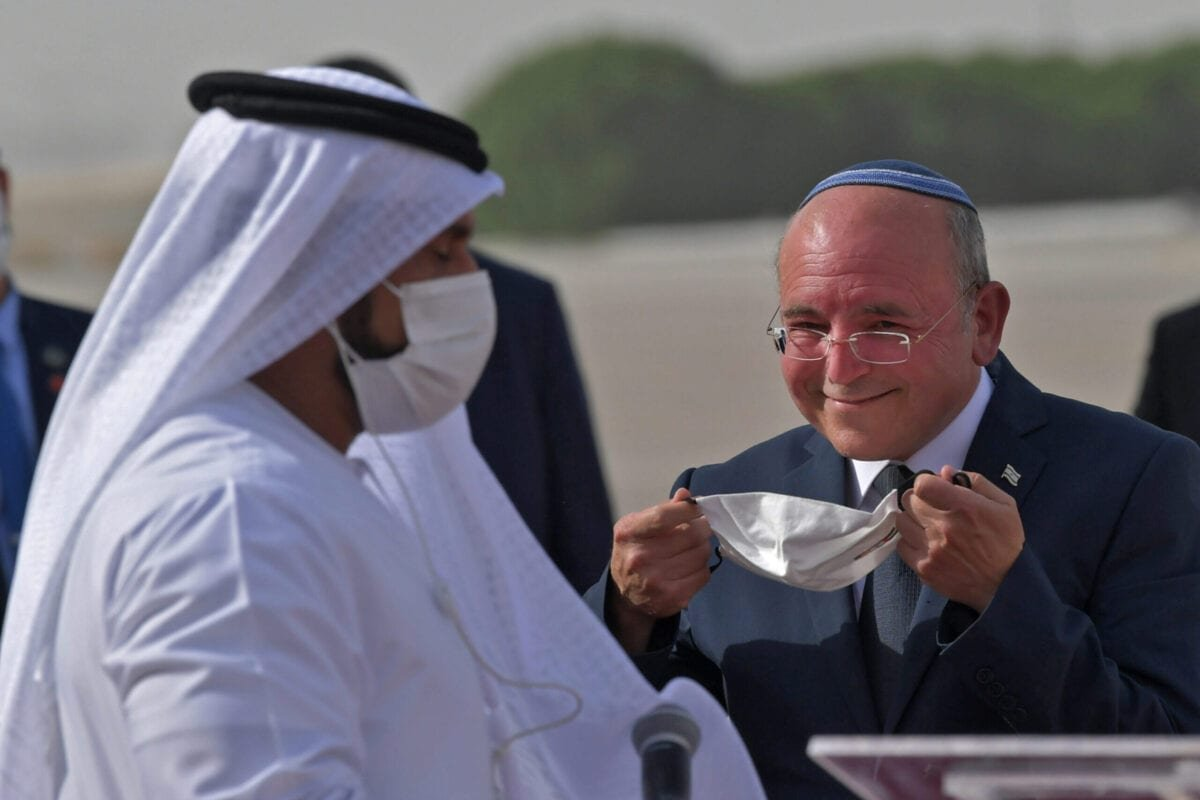 The Head of Israel's National Security Council, Meir Ben-Shabbat, puts on a facemask at the tarmac of Abu Dhabi airport following the arrival of the first-ever commercial flight from Israel to the UAE, on August 31, 2020 [KARIM SAHIB/AFP via Getty Images]