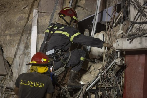 Lebanese rescue workers return to a destroyed building with the aim of finding a potential survivor of the Beirut blast, on 4 September 2020 in Beirut, Lebanon. [Sam Tarling/Getty Images]