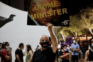 Israelis gather to protest against Prime Minister Benjamin Netanyahu, demanding his resignation over corruption cases and his failure to combat the coronavirus pandemic in Tel Aviv, Israel on October 03, 2020 [Mostafa Alkharouf / Anadolu Agency]