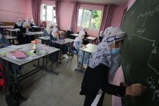 Gaza high school students return following closures [Mohammed Asad/Middle East Monitor]