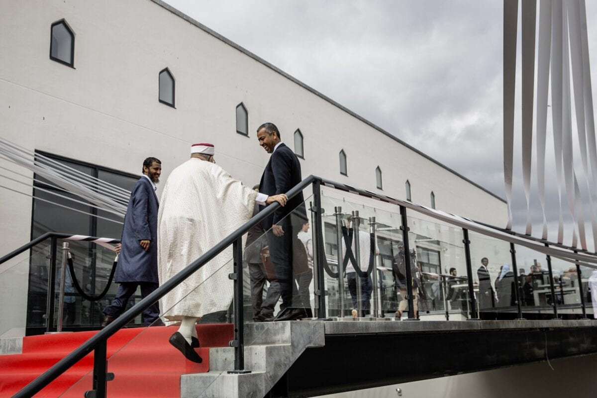 Guests arrive on June 19, 2014 for the official opening of Denmark's first mosque with a dome and minaret in Rovsingsgade, in Copenhagen's gritty northwest after receiving a 150 million kroner (20,1 million Euros, $27,2 million) endowment from Qatar. AFP PHOTO / SCANPIX DENMARK / THOMAS LEKFELDT +++DENMARK OUT+++ (Photo credit should read THOMAS LEKFELDT/AFP via Getty Images)