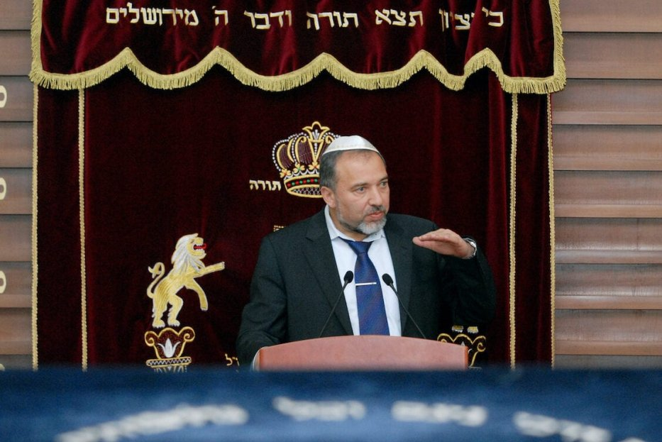 Former Israeli Foreign Minister Avigdor Lieberman gestures while speaking in Baku on 10 February 2010 during a meeting with members of the Azeri Jewish community at a local synagogue. [STR/AFP via Getty Images]