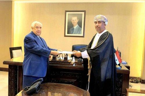 Walid Al-Muallem, Syria's deputy prime minister and Oman's Ambassador to Syria Turki bin Mahmood al-Busaidy [OmanEmbDamascus/Twitter