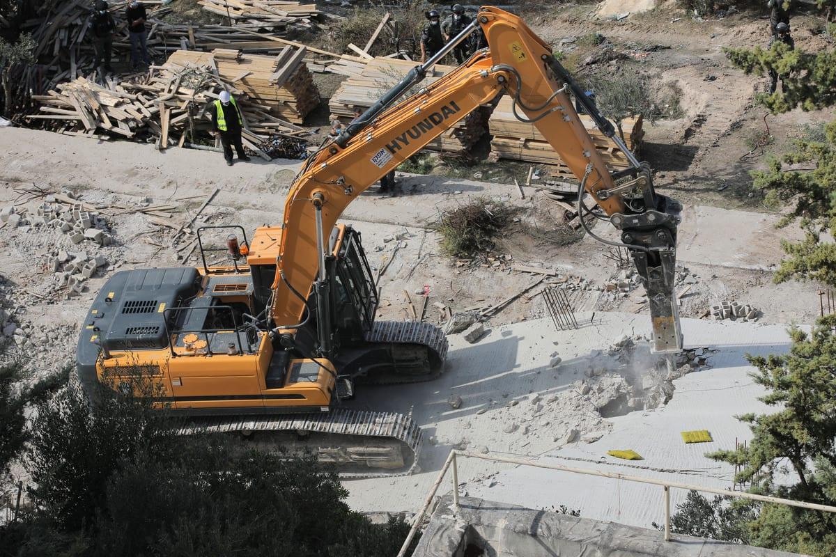 Heavy duty machines demolish a Palestinian home in Jerusalem on 11 November 2020 [Mostafa Alkharouf/Anadolu Agency]