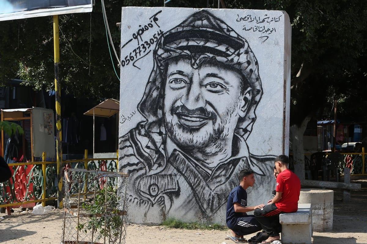 A mural depicts Former Palestinian leader Yasser Arafat on his 16th death anniversary in Khan Yunis, Gaza on 11 November 2020 [Abed Rahim Khatip/Anadolu Agency]