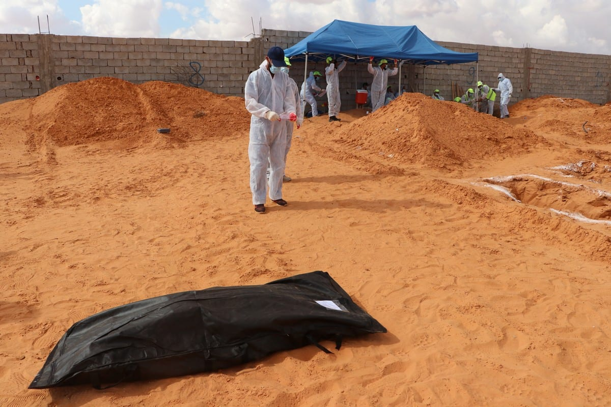 Forensic medicine officials conduct excavation works at a mass grave in Tarhunah, Libya on 7 November 2020. [Mücahit Aydemir - Anadolu Agency]