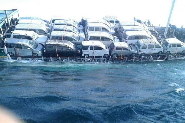An Emirati ship capsized on its way to Socotra [@yemenetihadi/Twitter]