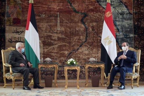 Palestinian President, Mahmoud Abbas (L) meets President of Egypt, Abdel Fattah Al-Sisi (R) in Cairo, Egypt on 30 November 2020 [Palestinian Presidency/Anadolu Agency]