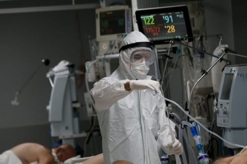 Nurse at intensive care unit, is seen as he is on duty during the novel coronavirus (COVID-19) pandemic, at a hospital in Izmir, Turkey on December 04, 2020 [Ömer Evren Atalay/Anadolu Agency]