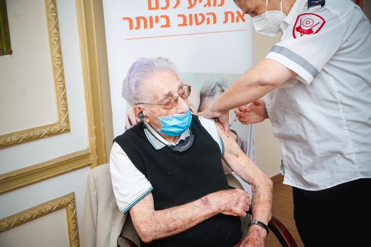 Elderly man receives a Pfizer-BioNTech coronavirus (COVID-19) vaccine at a nursing home, in Tel Aviv on 23 December 2020 [Nir Keidar/Anadolu Agency]