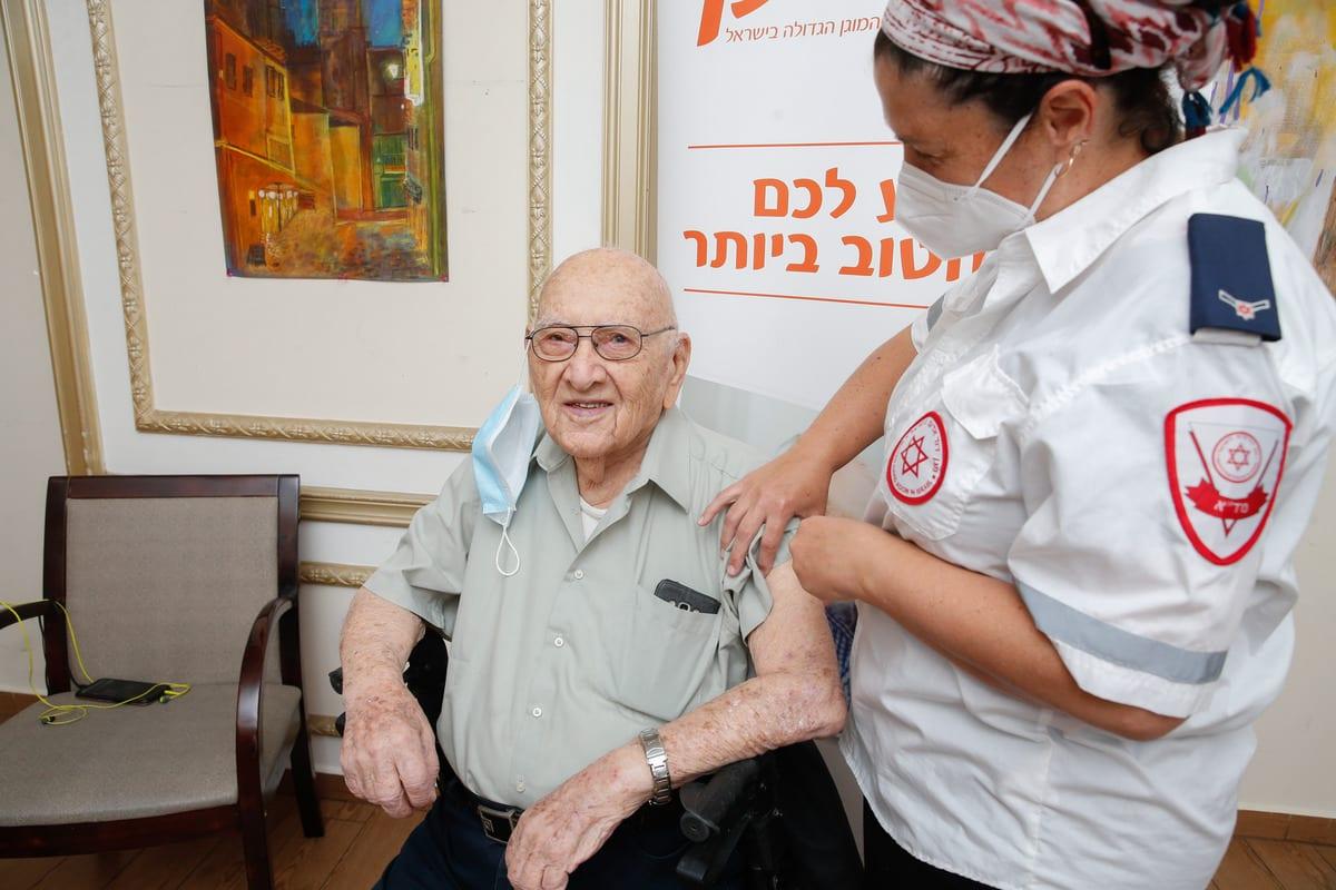 Elderly people receive a Pfizer-BioNTech coronavirus (COVID-19) vaccine at Mishan Efal Nursing Home, in Tel Aviv, Israel on December 23, 2020. [Nir Keidar - Anadolu Agency]
