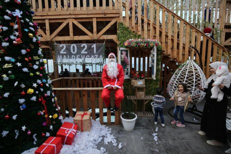Palestinians in Gaza prepare for Christmas with their very own Santa Claus on 15 December 2020 [Mohammed Asad/Middle East Monitor]