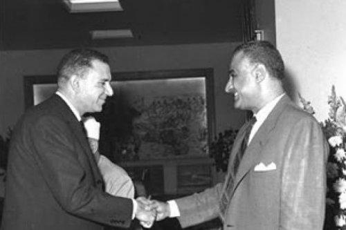Shams Badran with Gamal Abdel Nasser [samykamaleldeen/Twitter]