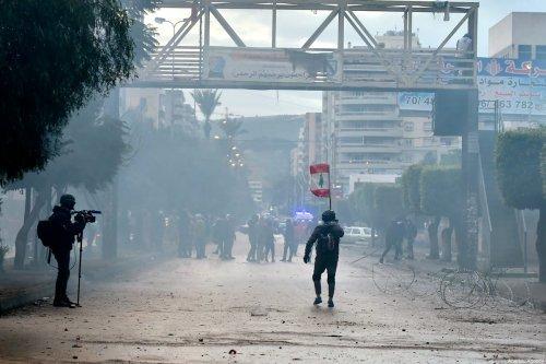 Lebanese people protest against coronavirus (Covid-19) lockdown in Tripoli, Lebanon on 27 January 2021. [Houssam Shbaro - Anadolu Agency]