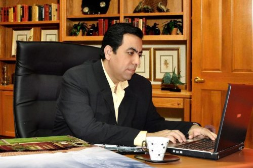Surgeon and cartoonist Alaa Allaqta [Middle East Monitor]
