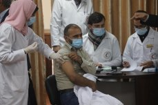 Gaza launches drive to roll out covid vaccine, on 22 February 2021 [Mohammed Asad/Middle East Monitor]
