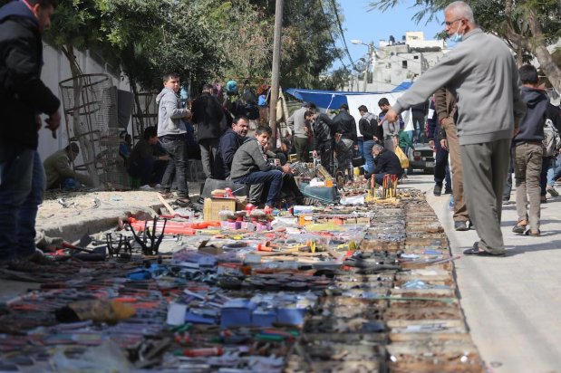 Yarmouk Souq reopens six months after it was closed as part of coronavirus lockdown measures, in Gaza on 16 February 2021 [Mohammed Asad/Middle East Monitor]