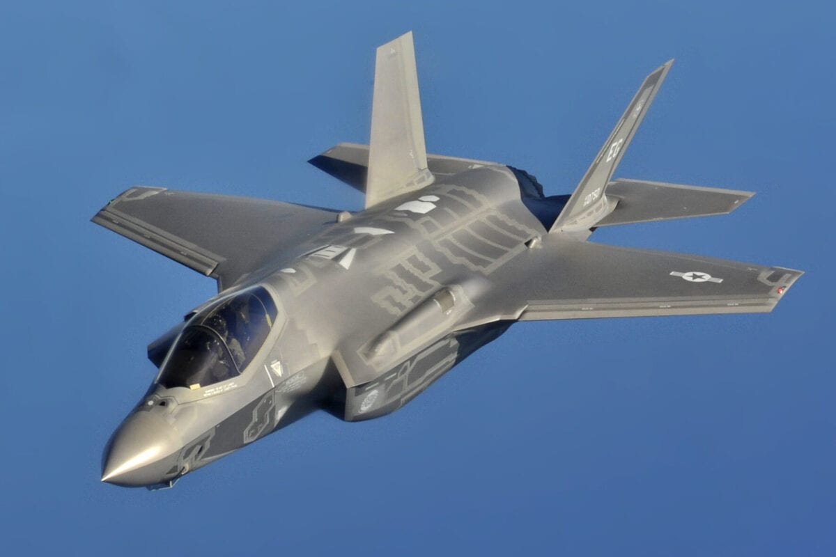 A US Air Force F-35A Lightning II Joint Strike Fighter seen during an aerial refuelling mission off the coast of Florida, USA [USAF / Public Domain]
