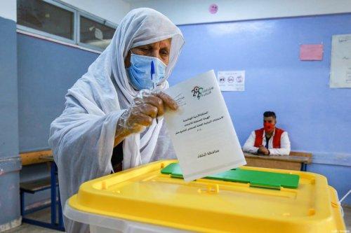 An elderly voter in Jordan's capital on November 10, 2020 [KHALIL MAZRAAWI/afp/AFP via Getty Images]