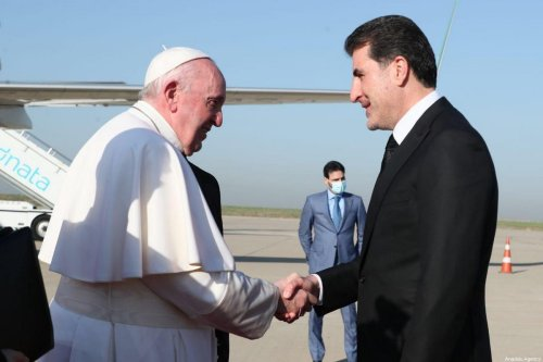 Pope Francis (L) is welcomed by Iraqi Kurdish Regional Government's (IKRG) President Nechirvan Barzani (R) upon his arrival at Erbil Airport in northern Iraq on March 7, 2021 [IKRG Presidency / Anadolu Agency]