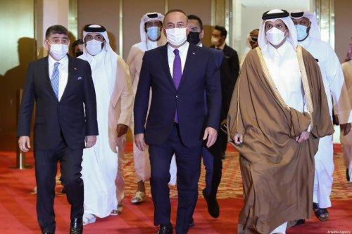 Turkish Foreign Minister Mevlut Cavusoglu (C), Deputy Prime Minister and Foreign Minister of Qatar, Mohammed bin Abdulrahman bin Jassim Al Thani (R) in Doha, Qatar on March 11, 2021 [Cem Özdel/Anadolu Agency]