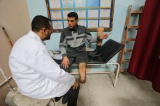 Muhammad Al-Khalidi prepares a patient's amputated leg for a prosthetic limb in Gaza, 18 March 2021 [Mohammed Asad/Middle East Monitor]