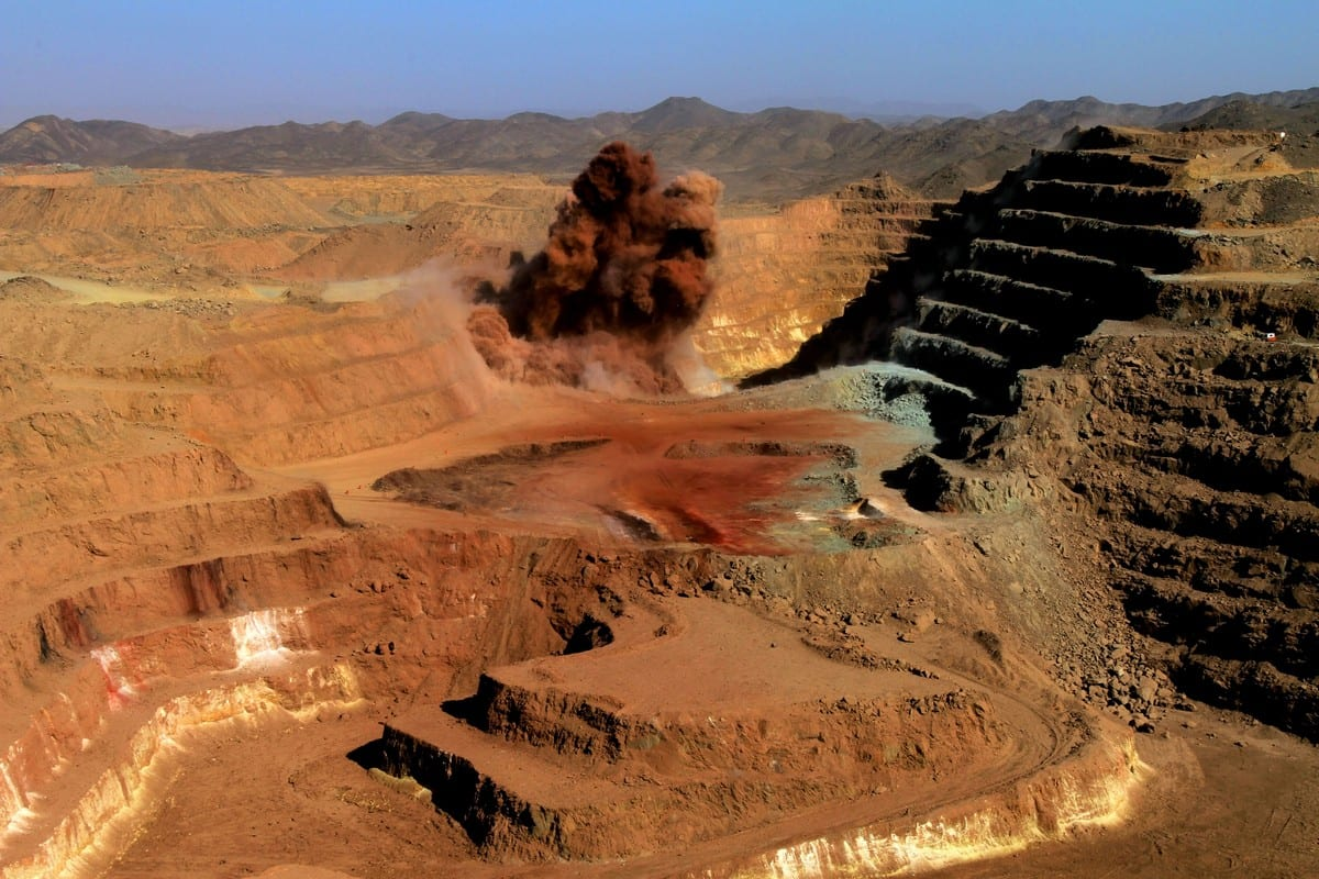 A gold mine in the Sudanese desert on 3 October 2011 [ASHRAF SHAZLY/AFP/Getty Images]