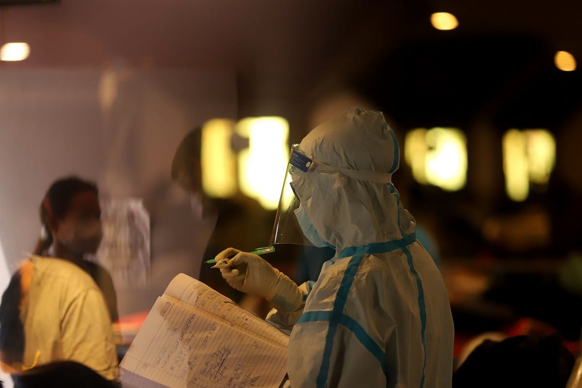A Health worker is seen at a makeshift Covid-19 quarantine facility set up in New Delhi, India, on 27 April 2021 [Amarjeet Kumar Singh/Anadolu Agency]