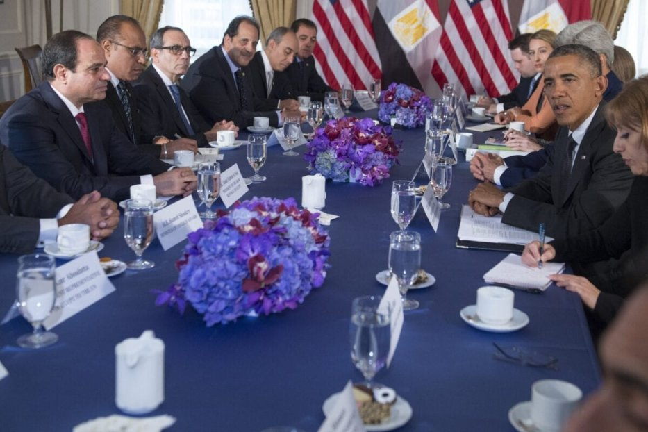 US President Barack Obama (2nd R) meets with Egyptian President Abdel Fattah el-Sisi (L)in New York, September 25, 2014 [SAUL LOEB/AFP via Getty Images]