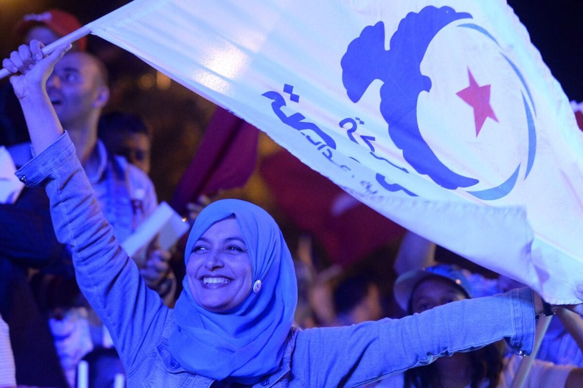 A supporter waves a flag of the Tunisian Islamist Ennahda Party on October 24, 2014 in Habib Bourguiba Avenue in the capital Tunis [FADEL SENNA/AFP via Getty Images]