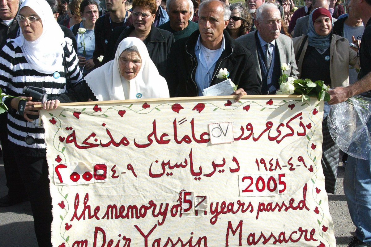 Palestinians in their memorial march on 07 April 2005 at the original site of their former village of Deir Yassin in Jerusalem [ATTA HUSSEIN/AFP via Getty Images]