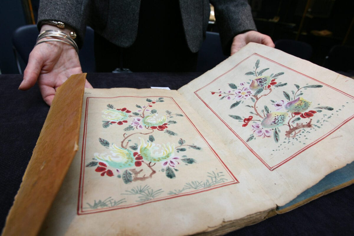 A decorative page of a complete 16th century Quran is displayed at Sotheby's in London UK on March 31, 2006 [Suzanne Plunkett/Bloomberg via Getty Images]