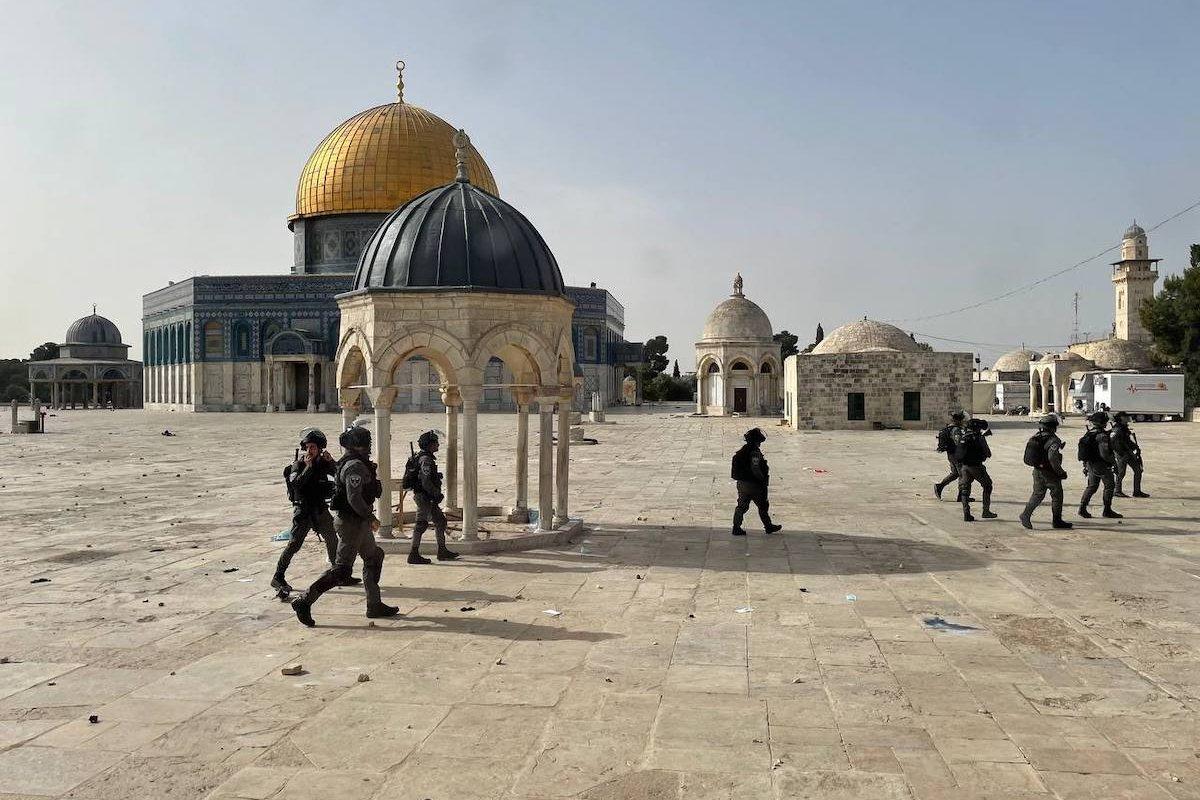 Israeli police intervene in Palestinians, who were waiting at Haram esh-Sharif to prevent fanatic Jews to raid the Masjid al-Aqsa Compound in East Jerusalem on May 10, 2021 [Mostafa Alkharouf/Anadolu Agency]