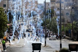Palestinians are fired upon by Israeli forces at a protest against Israel's attacks in Jerusalem and Gaza, on May 14, 2021 in Bethlehem, West Bank [Wisam Hashlamoun / Anadolu Agency]