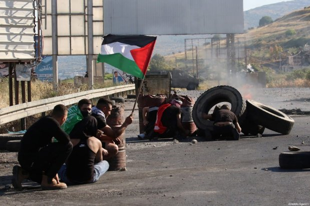 Israeli forces fire at Palestinians at a protest in front of Nablus city's Havara check-point, against Israeli forces' attacks over East Jerusalem and Gaza, on May 14, 2021, in Nablus, West Bank. [Nedal Eshtayah / Anadolu Agency]