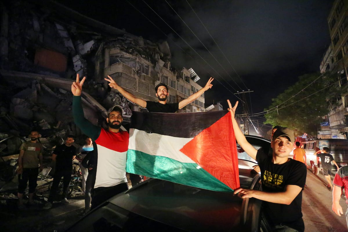 """Palestinians take the streets after """"mutual and simultaneous"""" ceasefire deal between Israel and Hamas took effect at 2 a.m. Friday (2300GMT Thursday), ending the 11-day conflict, in Gaza City, Gaza on 21 May 2021. [Ashraf Amra - Anadolu Agency]"""