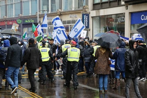 British police maintain a police cordon to seperate pro-Israeli demonstrators rallying outside the Israeli Embassy in London from pro-Palestinian demonstrators gathered nearby, in London, United Kingdom on 23 May 2021. [Hasan Esen - Anadolu Agency]