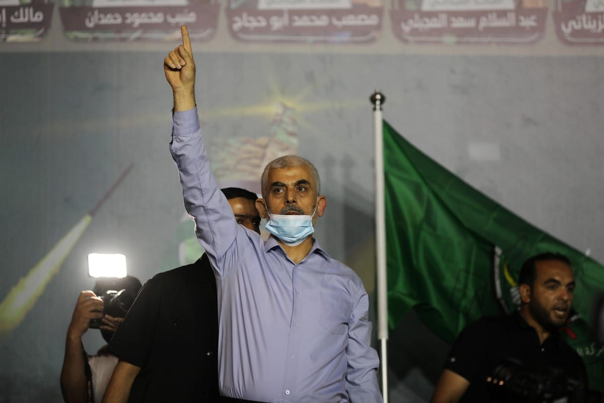 Hundreds of Palestinians attend an event held to commemorate the Palestinians who lost their lives in the Israeli attacks, on 27 May 2021 in Khan Yunis, Gaza. Hamas' Gaza chief Yahya Sinwar attended the commemoration. [Ashraf Amra - Anadolu Agency]