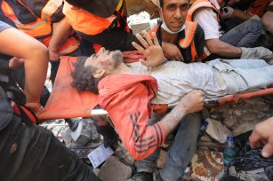 Israel carries on its airstrikes on Gaza, on 16 May, 2021 [Mohammed Asad/Middle East Monitor]