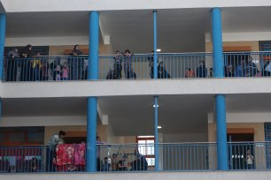 Palestinians head to UNRWA schools for refuge as Israeli bombing campaign continues [Mohammed Asad/Middle East Monitor]