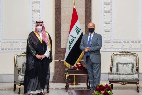 Saudi Arabia's Deputy Defence Minister, Prince Khalid Bin Salman (L) meet with Iraqi President Barham Salih (R) [@kbsalsaud/Twitter]