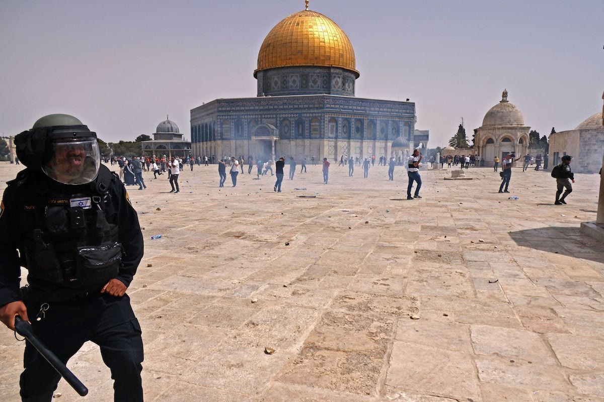 Israeli security forces and Palestinian Muslim worshippers clash in Jerusalem's al-Aqsa mosque compound, the third holiest site of Islam, on 21 May 2021. [AHMAD GHARABLI/AFP via Getty Images]