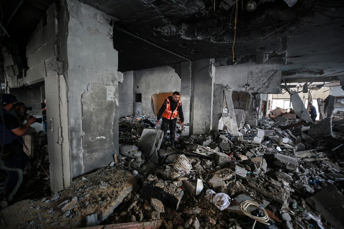 Palestinians inspects the damage after Israel carried out air strikes in Gaza on 20 May 2021 [Mustafa Hassona/Anadolu Agency]