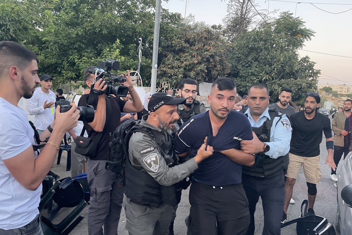 Israeli forces, who raided the panel, intervene in the Palestinians and detained 4 people, including two press members, in Sheikh Jarrah neighborhood of East Jerusalem on May 27, 2021 [Mostafa Alkharouf/Anadolu Agency]
