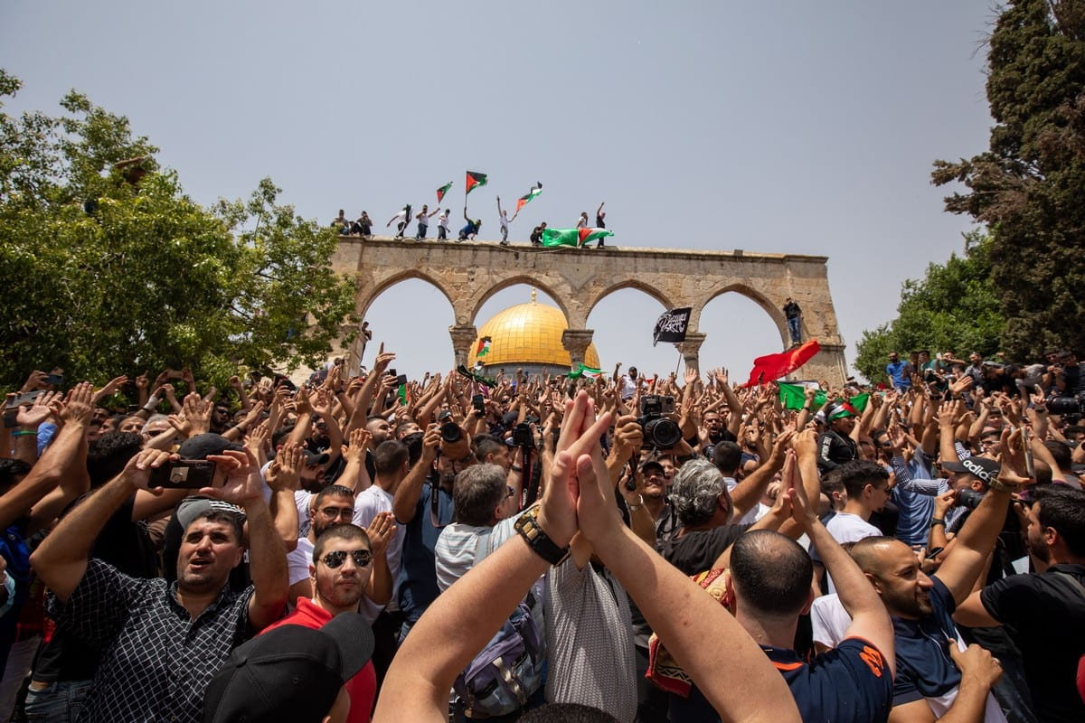Palestinians gather at the Dome of the Rock to celebrate the cease-fire on 21 May 2021 [Eyad Tawil/Anadolu Agency]